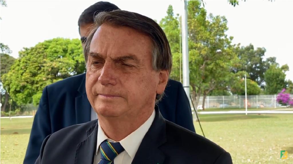 Bolsonaro fala que obrigar tomar a vacina é uma irresponsabilidade