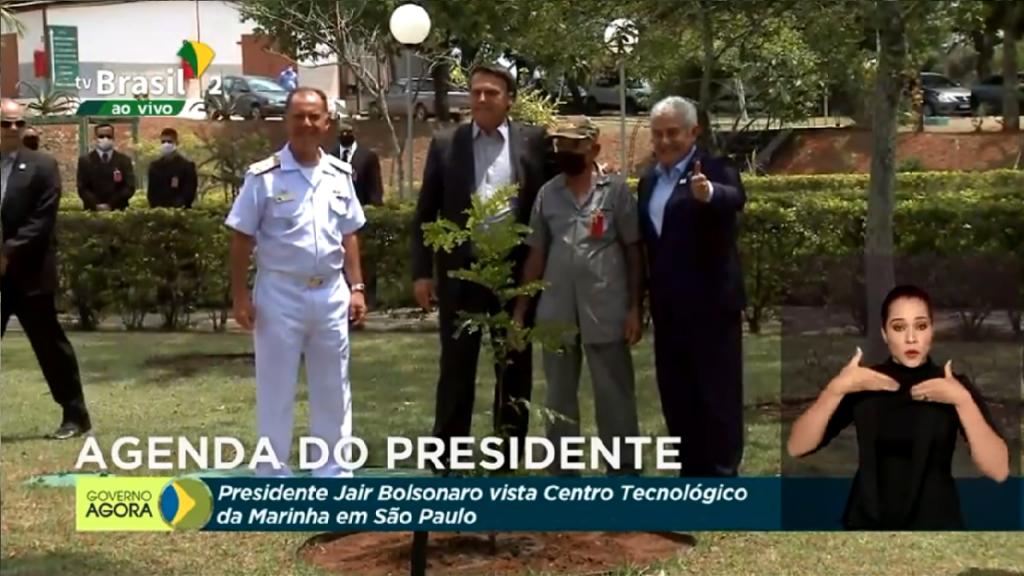 Presidente Jair Bolsonaro faz visita ás instalações do centro Tecnológico da Marinha