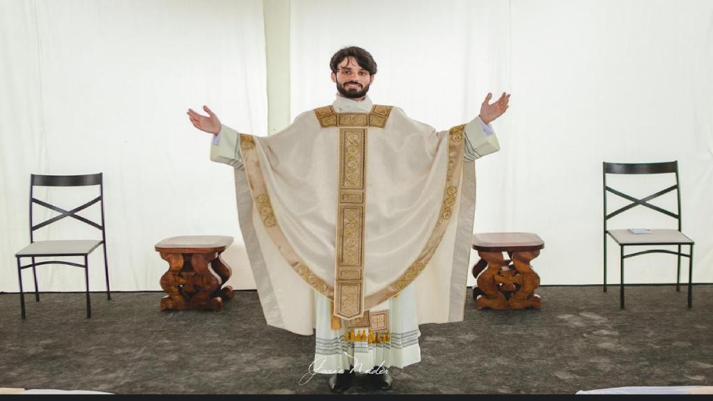 Morador de Periquito entra pra história como o primeiro periquitense ser ordenado Padre