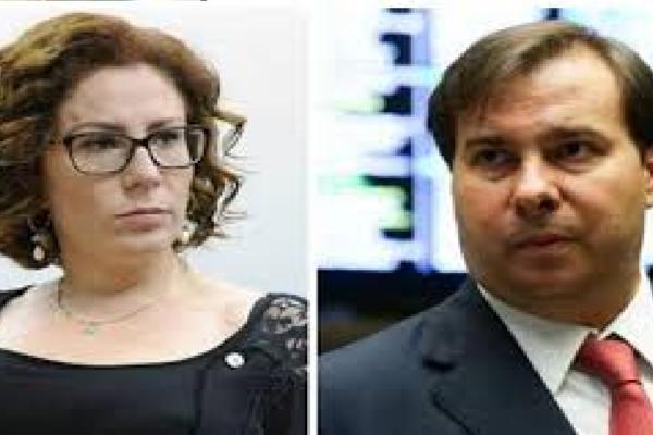 """Carla Zambelli questiona Maia e diz """"Por que a Câmara até hoje não analisou o pedido de cassação de Flordelis?"""""""