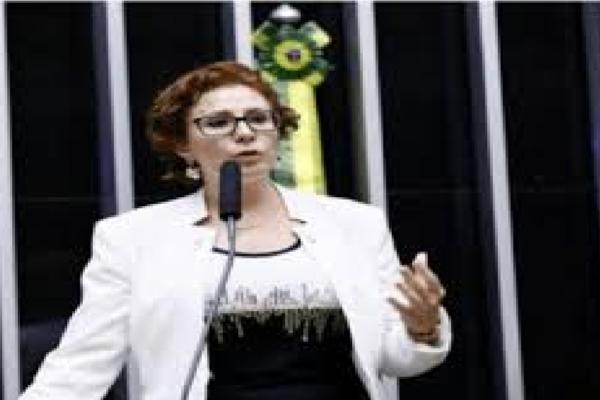 """Carla Zambelli rebate imprensa esquerdista por desvirtuar origem do problema de Manaus e diz """"A responsabilidade é de quem ROUBOU"""""""