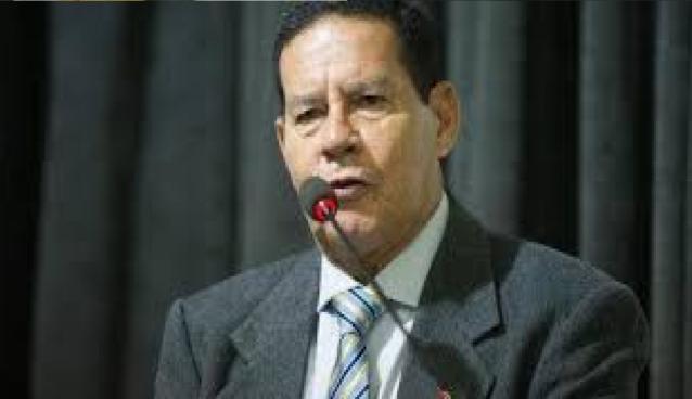 """General Mourão defende fala de Bolsonaro e diz """"Forças Armadas indisciplinadas comprometem a democracia"""""""