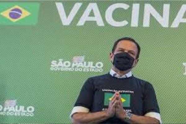 """João Doria anuncia chegada dos insumos para a produção da Coronavac e diz """"Em breve, mais brasileiros poderão ser imunizados"""""""