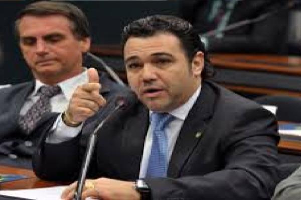 """Marco Feliciano comenta tentativa de Impeachment de Donald Trump e diz """"Isso é Um golpe na maior democracia do mundo!"""""""