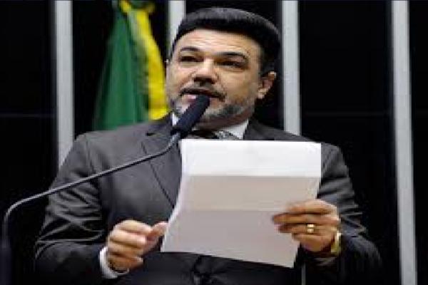 """Marco Feliciano critica Estadão e diz """"Pelo visto o único critério editorial do jornal é derrubar o presidente!"""""""