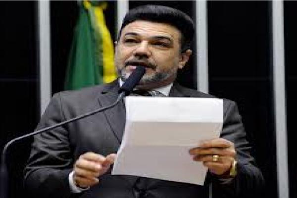 "Marco Feliciano critica Jornal O Globo e diz ""Eita imprensa vendida"""