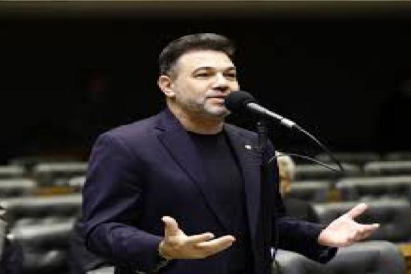 """Marco Feliciano critica Rodrigo Maia e diz """"Desespero total porque perderão eleição na Câmara dos Deputados"""""""
