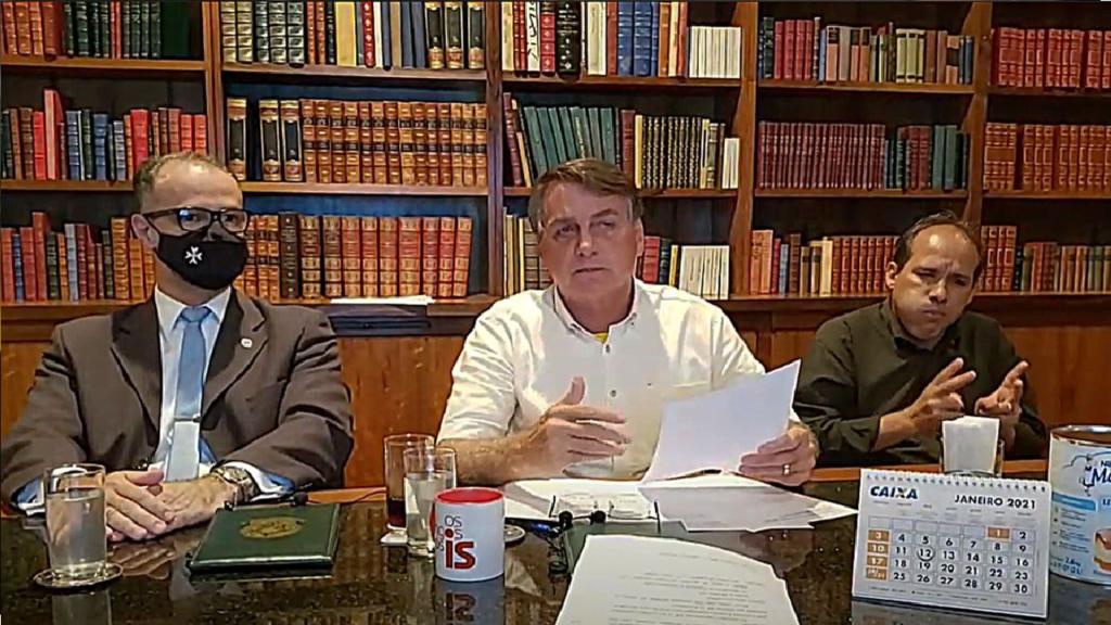 Alta nos preços dos combustíveis: Bolsonaro convida presidente da Petrobrás a dar explicações