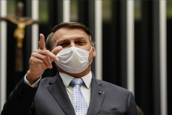 """""""Arma é um direito de vocês"""", diz Bolsonaro"""