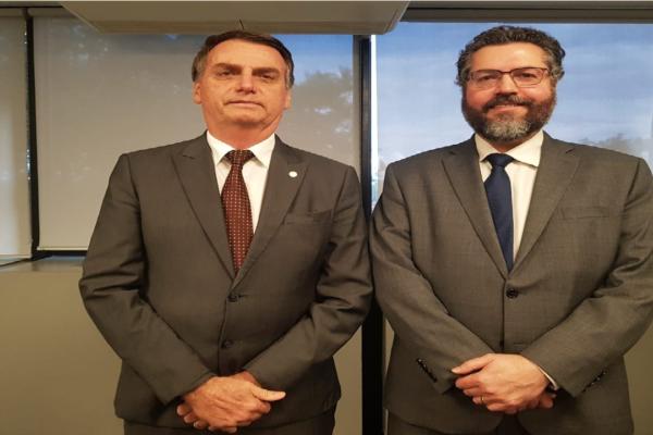 """Assessor: """"Não existe desgaste entre o Presidente e Ernesto Araújo"""""""
