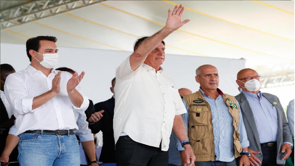 Bolsonaro agradece caminhoneiros por não aderirem greve e convoca reunião