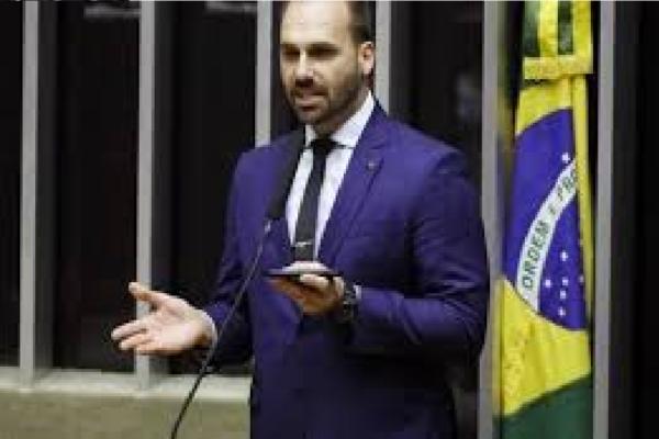 Eduardo Bolsonaro protocola PL que suspende rede social ao censurar usuários