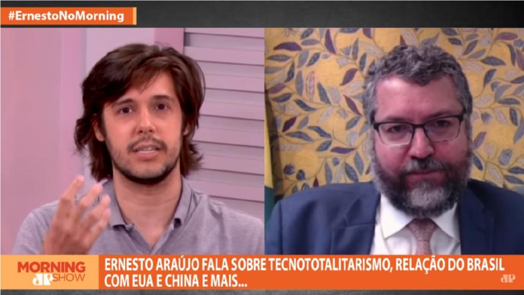 """Ernesto Araújo rebate Jornalista e diz """"Grande parte da imprensa joga contra o país"""""""