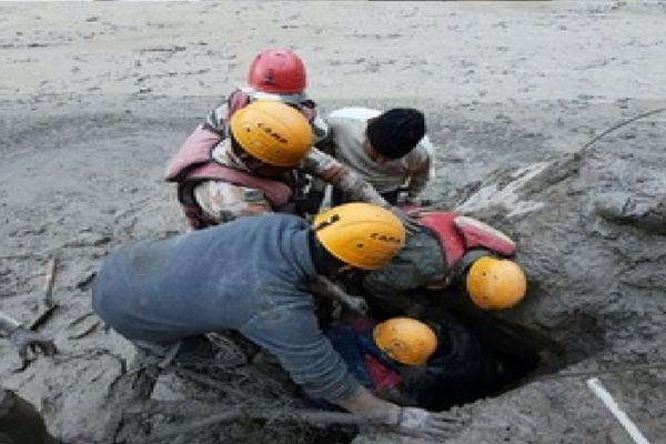 Geleira no Himalaia se rompe e deixa mortos na Índia