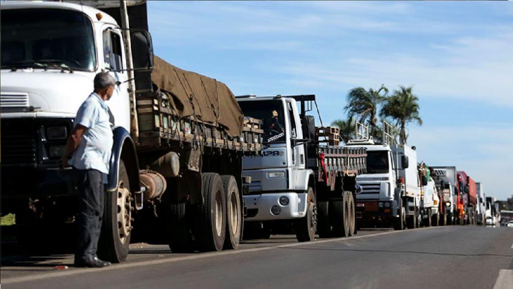 Governo Bolsonaro estuda alterar ICMS sobre combustível