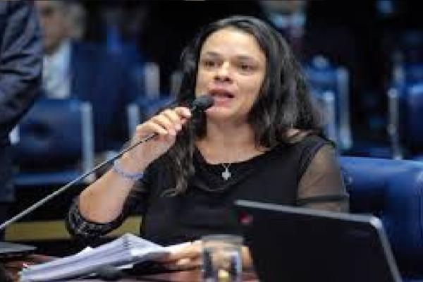 Janaína Paschoal comenta medida de Doria e diz Como Doria quer ser Presidente, reiterando os hospitais do povo