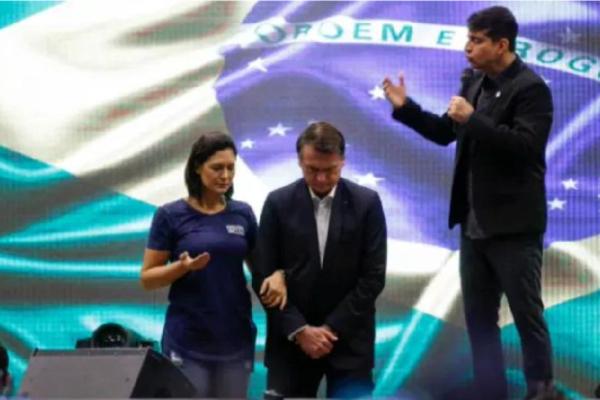 """Marco Feliciano faz elogios ao presidente e diz """"O problema de Bolsonaro é que ele defende o Povo e os valores cristãos. Não aceitam isso!"""""""