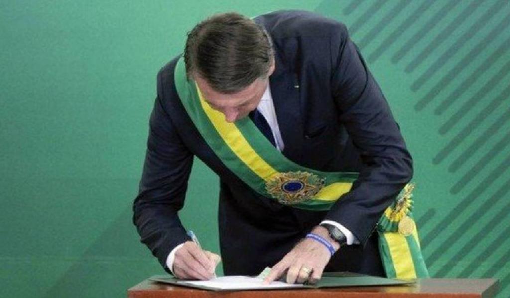 Presidente Bolsonaro assina decreto sobre pessoas desaparecidas no país